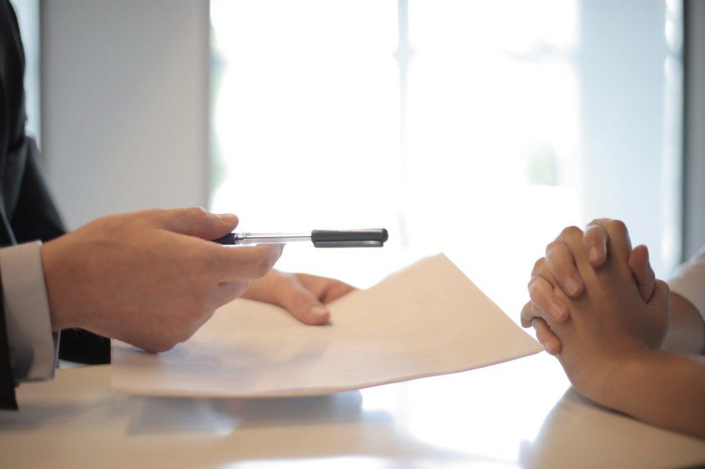 Signature d'un contrat entre deux parties